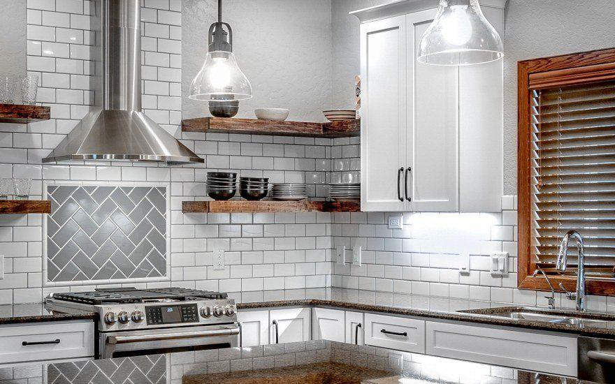 Освещение на кухне: 3 особенности организации света